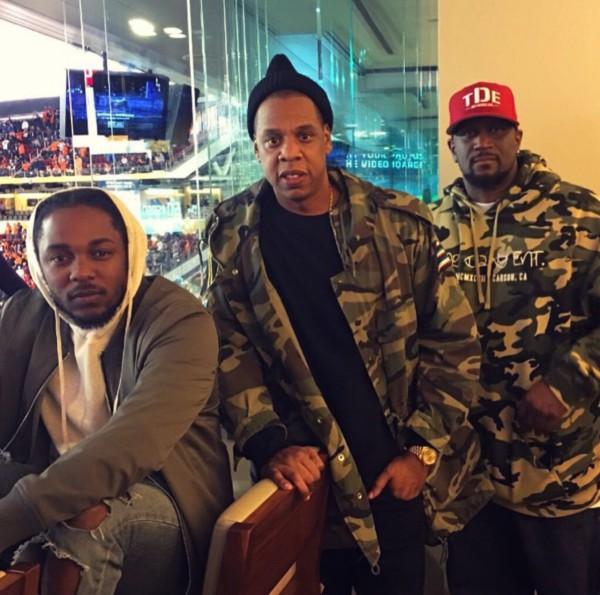 """Кендрик, Джей-Зи, Swizz Beatz, Usher и Anthony """"Top Dawg"""" Tiffith вместе смотрели The Super Bowl 50 (финальные игры за звание чемпиона Национальной футбольной лиги)."""